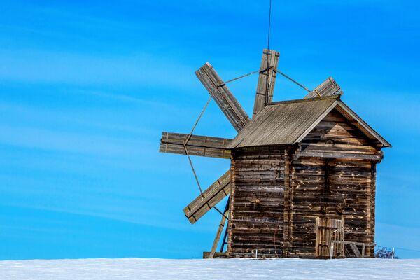 Větrný mlýn v národním parku Kiži - Sputnik Česká republika