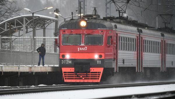 To je radosti! Na Sibiři Australané vystoupili z vagónu, aby se pováleli ve sněhu - Sputnik Česká republika