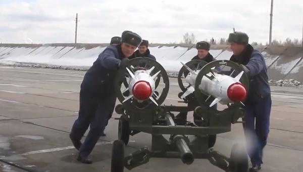 Stíhací letouny Su-25SM během cvičení na Uralu použily 50 trhavých leteckých bomb (VIDEO) - Sputnik Česká republika