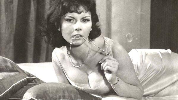Herečka Nadja Regin, která si zahrála jednu z filmových dívek Jamese Bonda - Sputnik Česká republika