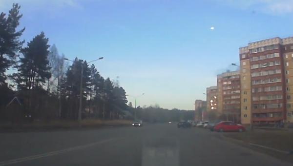 Pád meteoritu v Rusku. Záběry z auta (VIDEO) - Sputnik Česká republika