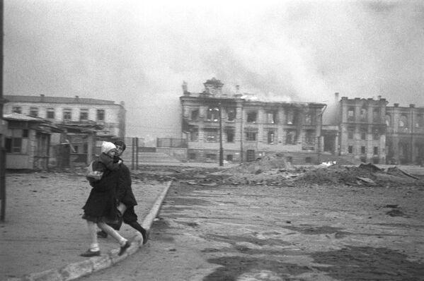 Vokzalnoje náměstí ve Stalingradu během německého náletu, 1942 - Sputnik Česká republika