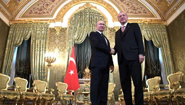 Ruský prezident Vladimir Putin a turecký prezident Receep Tayyip Erdoğan - Sputnik Česká republika