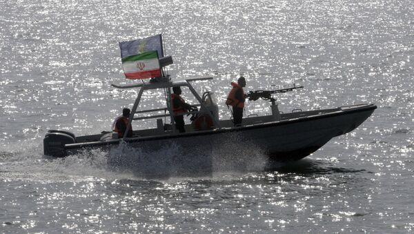 Islámské revoluční gardy na motorovém člunu v Perském zálivu - Sputnik Česká republika