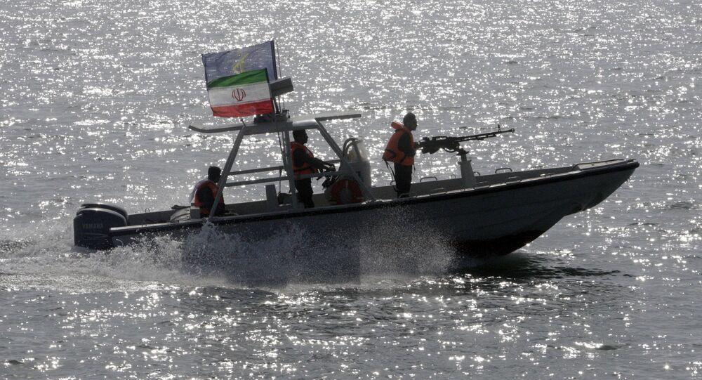 Islámské revoluční gardy na motorovém člunu v Perském zálivu