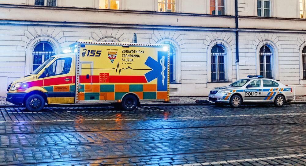 Auta policie a záchranáři. Ilustrační foto