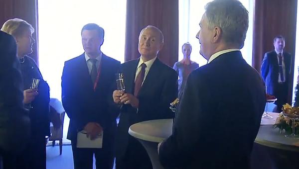 Politické přípitky. Putin a normanští vůdci si spolu dávají šampaňské (VIDEO) - Sputnik Česká republika