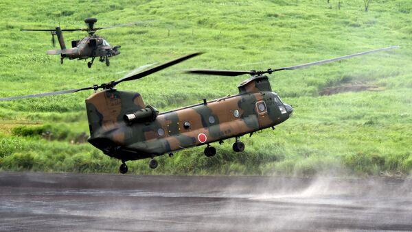 Vrtulníky CH-47J Chinook a Apache - Sputnik Česká republika