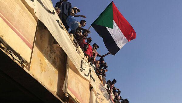 Protestující v Súdánu - Sputnik Česká republika