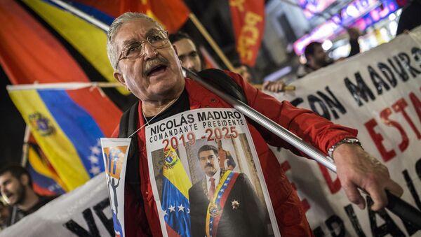 Účastník akce na podporu legitimního venezuelského prezidenta Nicoláse Madura v Madridu, Španělsko - Sputnik Česká republika