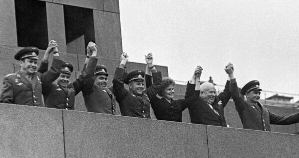 Mítink věnovaný ukončení vesmírného letu lodí Vostok 5 a Vostok 6 - Sputnik Česká republika
