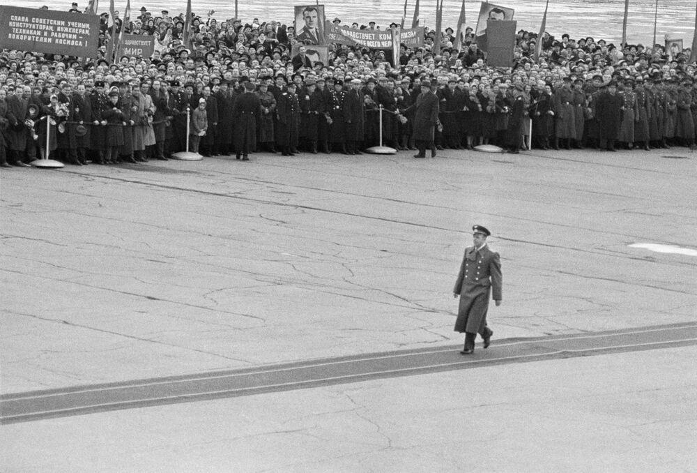 Slavnostní přivítaní Jurije Gagarina na letišti Vnukovo v Moskvě
