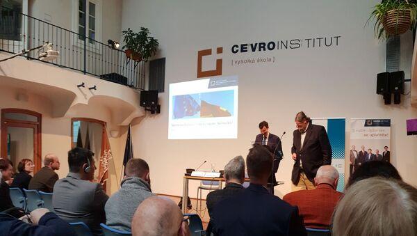 Pohled do átria CEVRO, kde se konala přednáška - Sputnik Česká republika