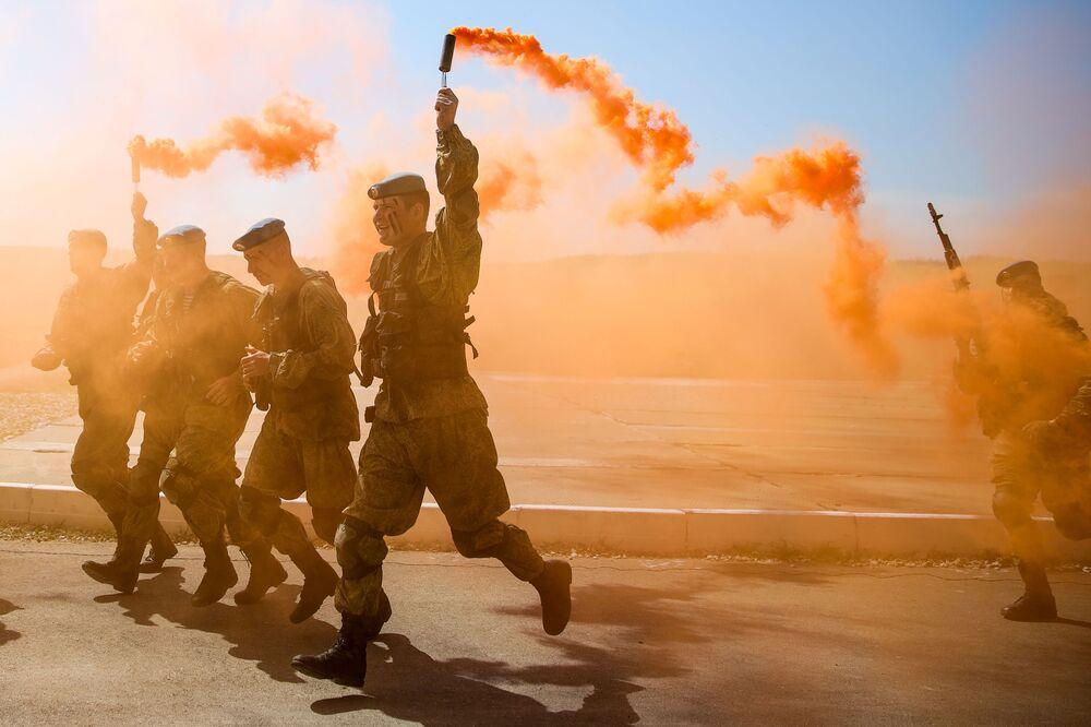 Vojáci při zahájení mezinárodní soutěže v rámci Mezinárodních armádních her 2019 v Novorossijsku, Rusko