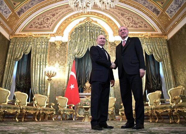 Ruský prezident Vladimir Putin a turecký prezident Recep Tayyip Erdogan během setkání - Sputnik Česká republika
