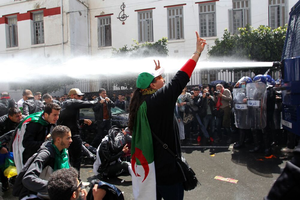 Protivládní demonstrace v hlavním městě Alžírska