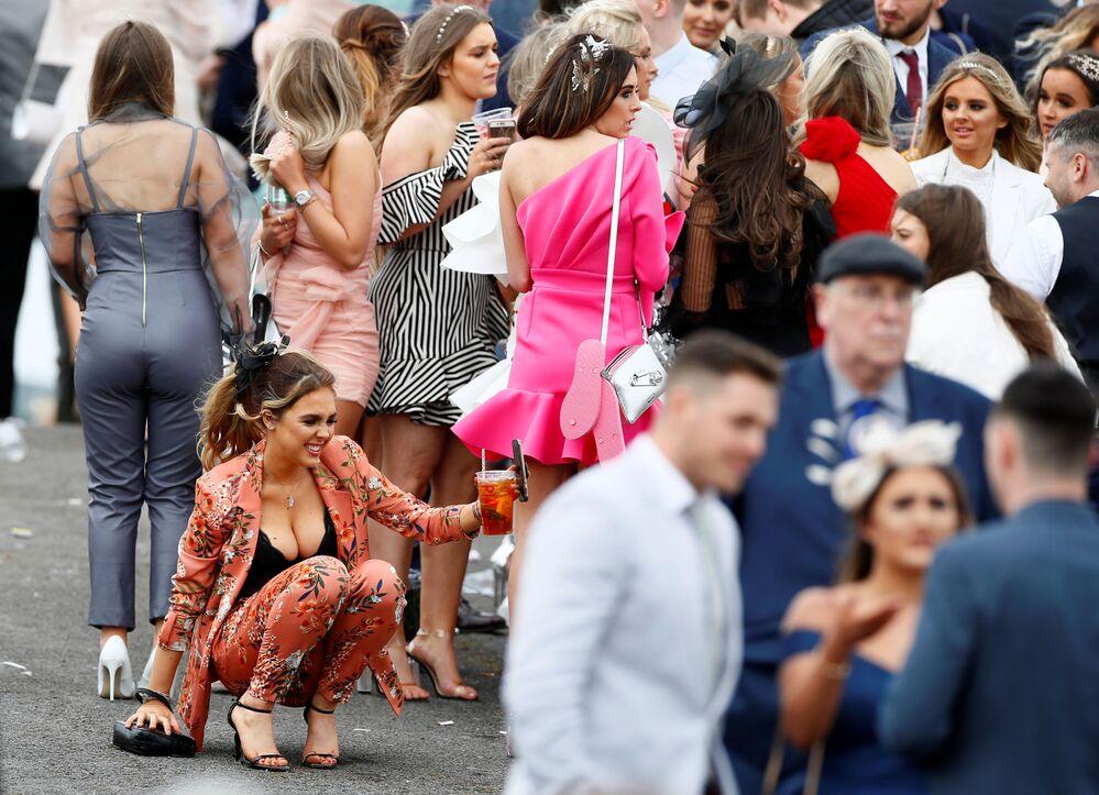 Den žen na koňských závodech ve Velké Británii