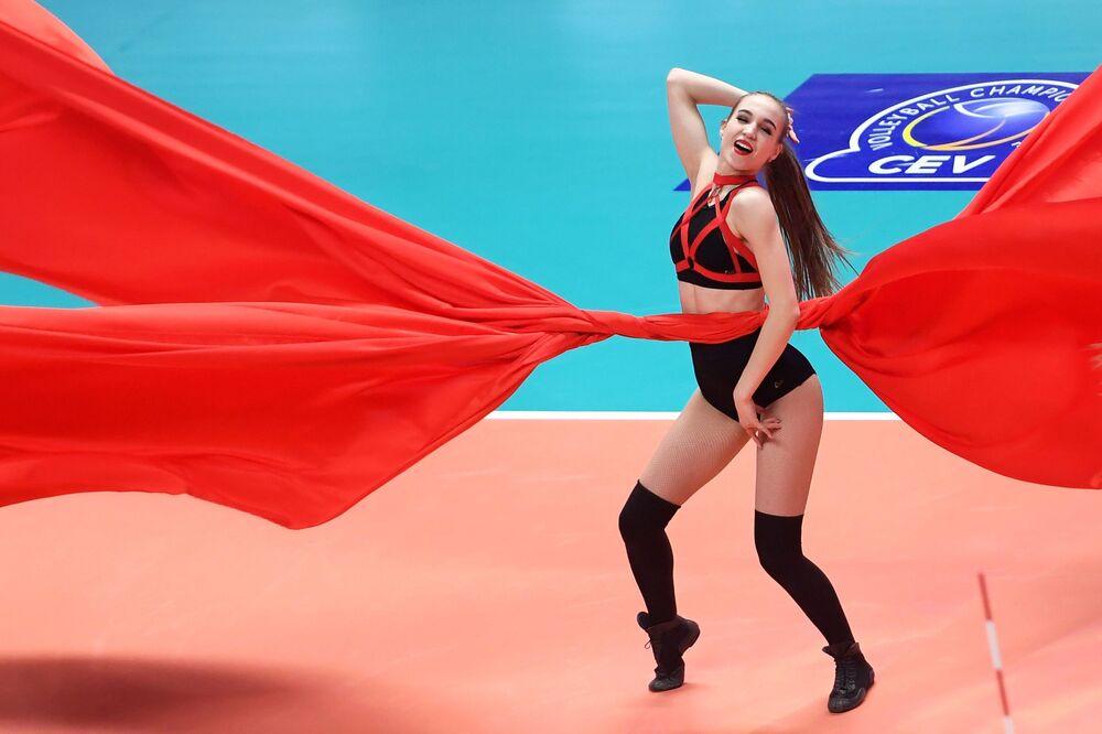 Dívka z podpůrné skupiny klubu Zenit-Kazan