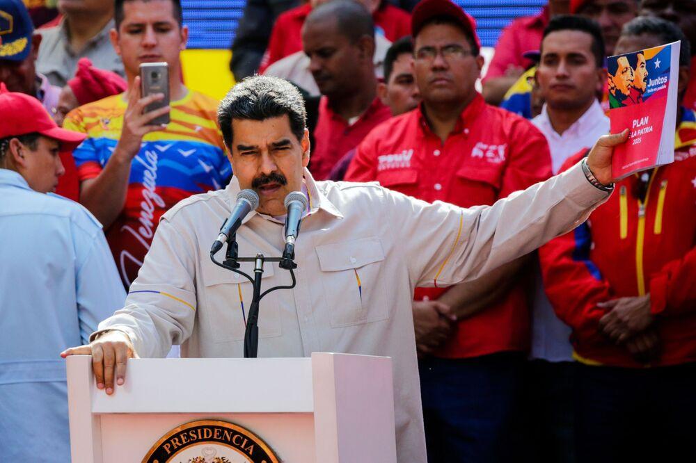 Venezuelský prezident Nicolás Maduro mluví v Caracasu během akce svých příznivců