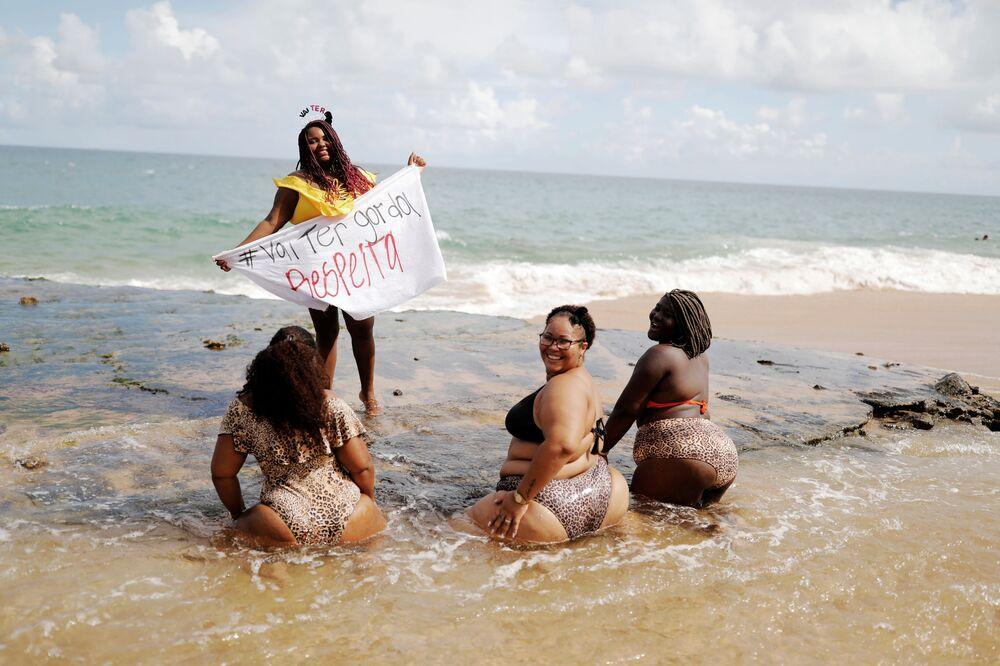 """Účastníci protestují proti """"tlustofobii"""" v Brazílii"""