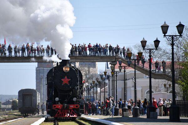 Příjezd Vlaku vítězství do Kerči, Rusko - Sputnik Česká republika