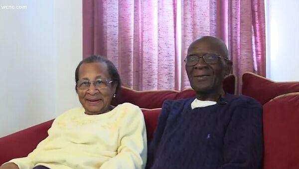 103letý Daniel a 100letá Willie Williams  - Sputnik Česká republika