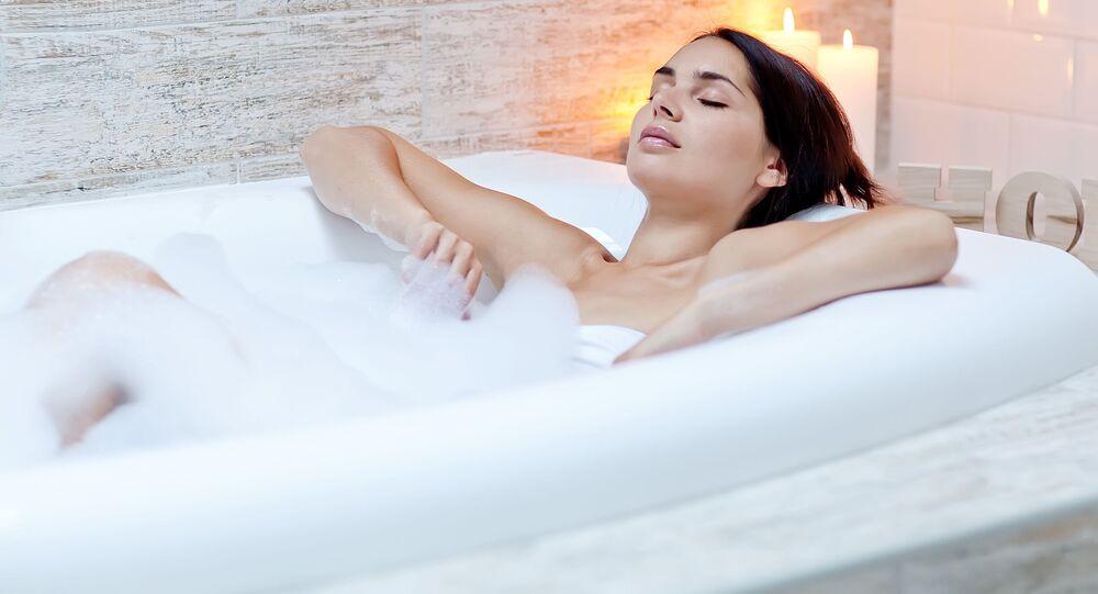 Dívka ve vaně