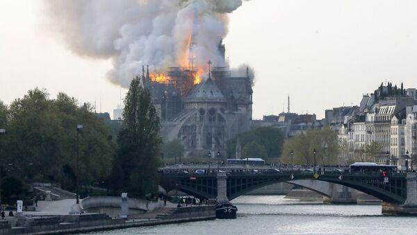 V Paříži hoří katedrála Notre-Dame - Sputnik Česká republika