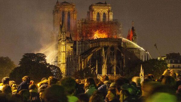 Požár v Katedrále Notre-Dame v Paříži - Sputnik Česká republika
