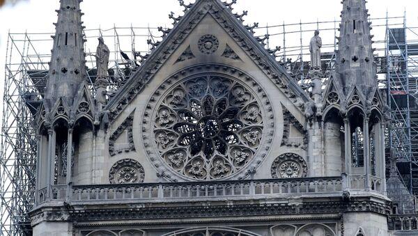 Katedrála Notre-Dame po rozsáhlém požáru - Sputnik Česká republika