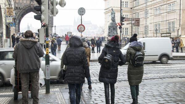 Kolemjdoucí v ulicích Starého Města v Praze - Sputnik Česká republika