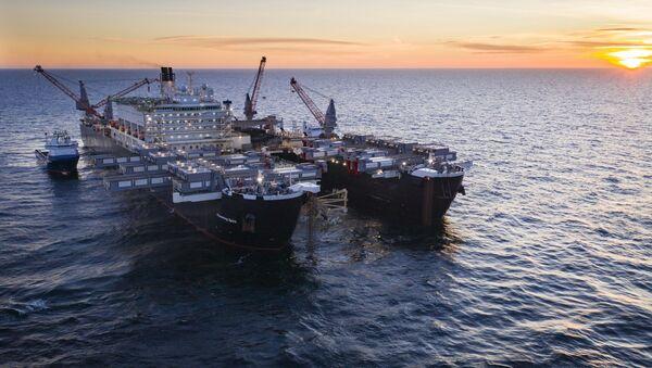 Loď Pioneering Spirit. Výstavba plynovodu Nord stream 2 - Sputnik Česká republika
