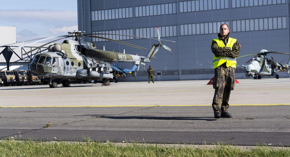 Český vojenský vrtulník Mi-171 na letecké show Dny NATO
