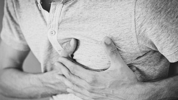 Muž s bolestí srdce - Sputnik Česká republika
