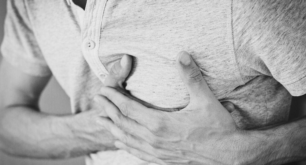 Muž s bolestí srdce