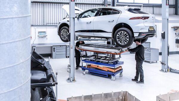 Pracovníci v automobilce Jaguar Land Rover. Ilustrační foto - Sputnik Česká republika