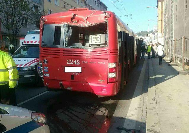 Srážka autobusu a trolejbusu v Bratislavě