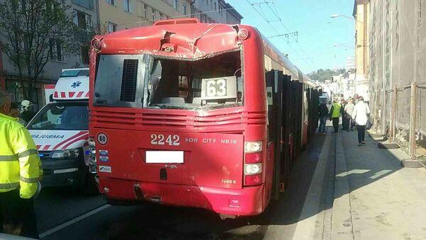 Srážka autobusu a trolejbusu v Bratislavě - Sputnik Česká republika