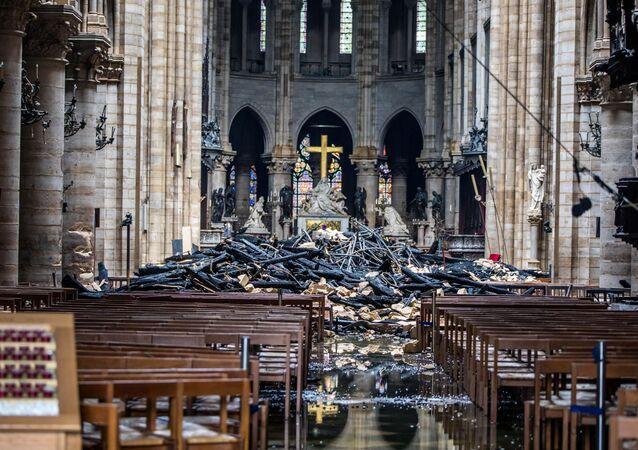 Následky požáru katedrály Notre-Dame v Paříži