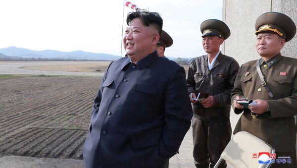 Severokorejský vůdce Kim Čong-un na vojenském cvičení    - Sputnik Česká republika