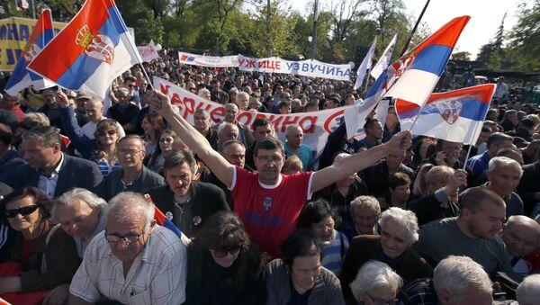 Mítink na podporu politiky vlády země a prezidenta Aleksandra Vučiće v Bělehradě - Sputnik Česká republika