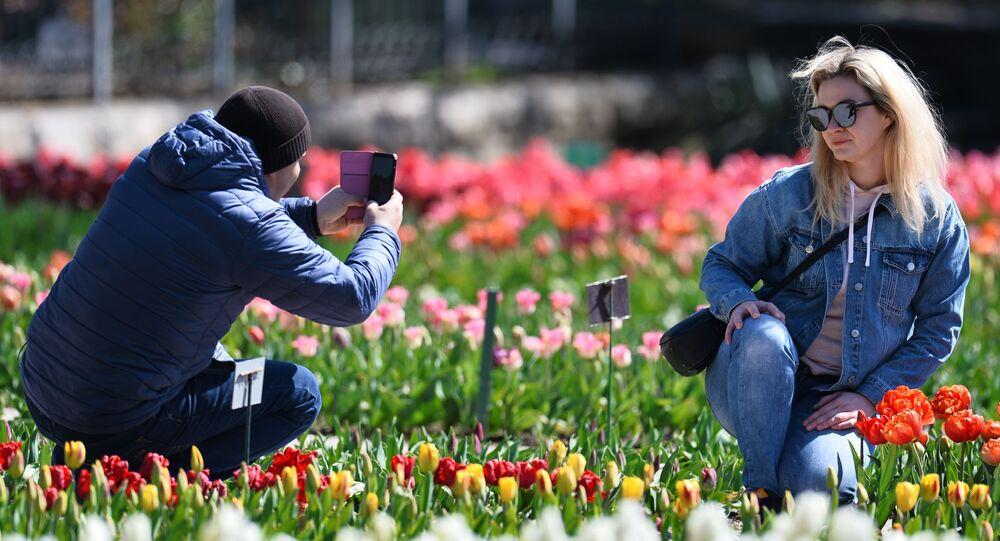 Návštěvníci Nikitské botanické zahrady na Krymu