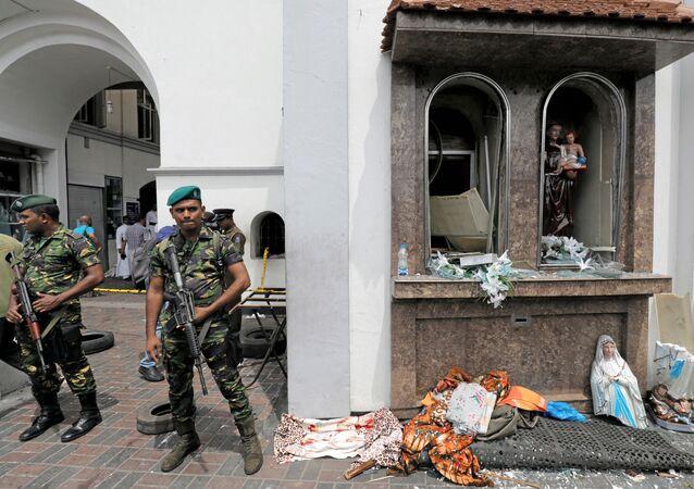 Vojáci na místě výbuchu v Kolombu na Srí Lance