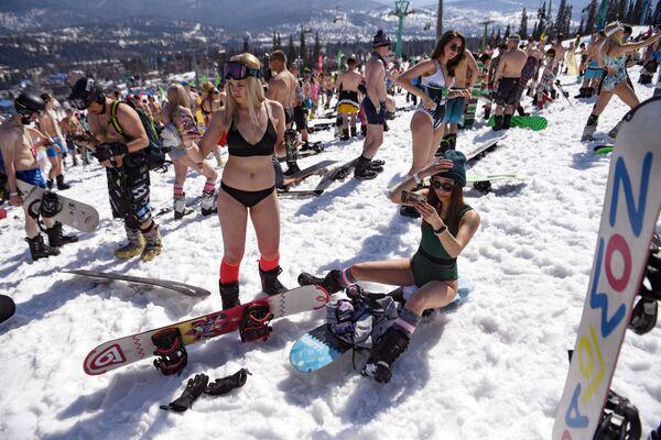 Účastníci festivalu GrelkaFest v Sheregesh. Sportovní a turistický komplex Sheregesh je největší lyžařské středisko na Sibiři - Sputnik Česká republika