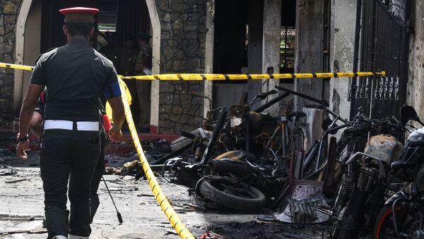 Policista na místě výbuchu na Srí Lance - Sputnik Česká republika