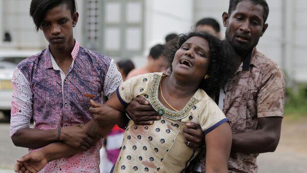 Policejní důstojník kontroluje místo výbuchu v hotelu Shangri-la v Kolombu na Srí Lance, 21. dubna 2019 - Sputnik Česká republika