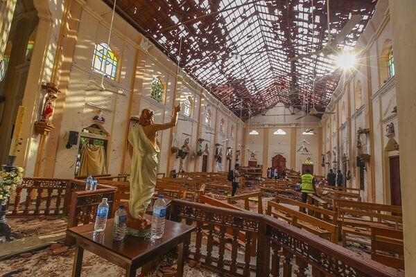 Poškozený kostel svatého Šebestiána po výbuchu, Srí Lanka, 21. dubna 2019 - Sputnik Česká republika