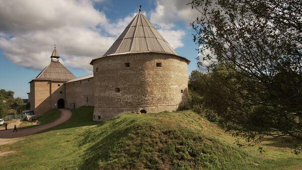 Vratná a Klimentovská věže Staroladožské pevnosti, která byla postavena pravděpodobně za časů knížete Olega Moudrého na rozhraní IX a X století - Sputnik Česká republika