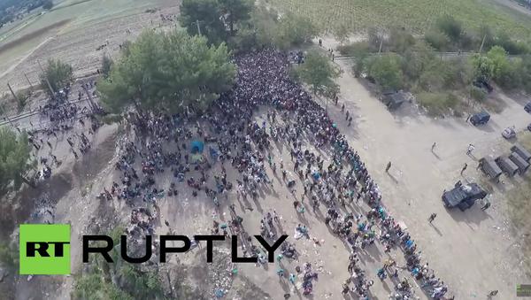 Dron zachytil tisíce uprchlíků v Řecku - Sputnik Česká republika