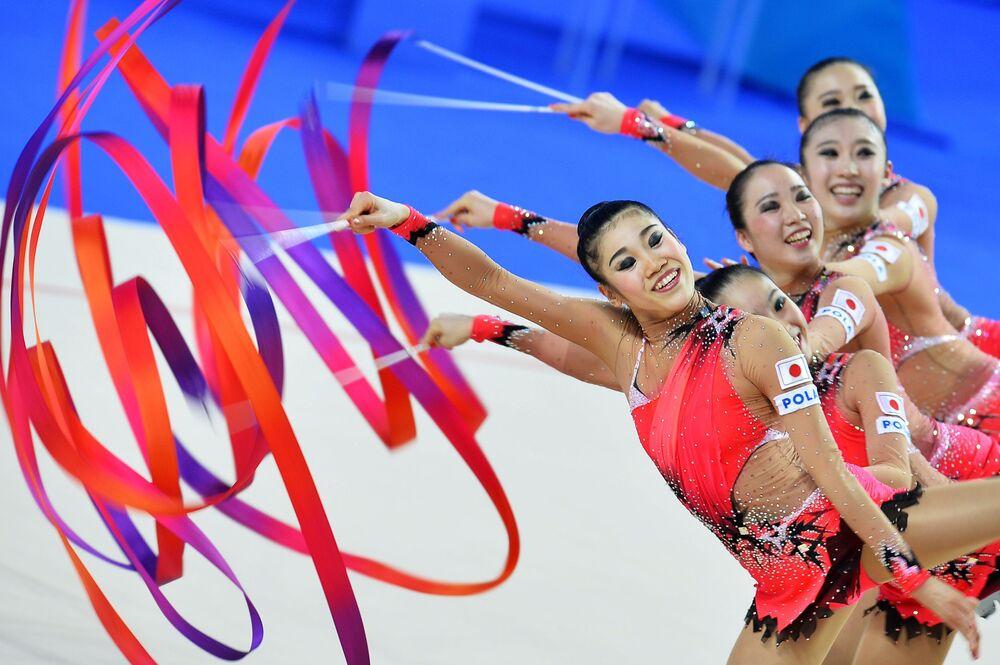Japonské moderní gymnastky se stuhou